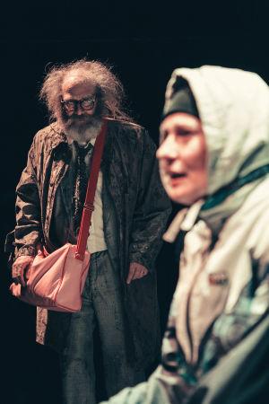 Vesa Vierikko och Minna Suuronen i Muodonmuutos på Ryhmäteatteri.