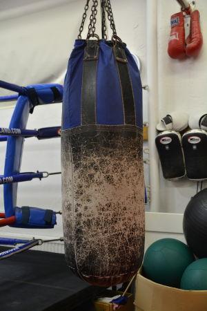 Sliten boxningssäck
