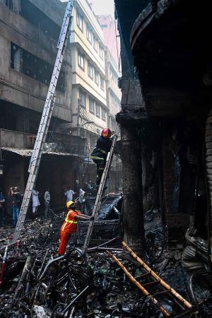 Brand i Dhaka.