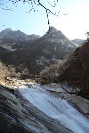 Kumgang-san är känt för sina vackra vyer och vattenfall