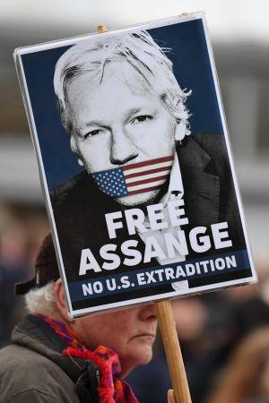 Demonstration till stöd för Julian Assange 24.2.2020 inför domstolsförhandlingarna