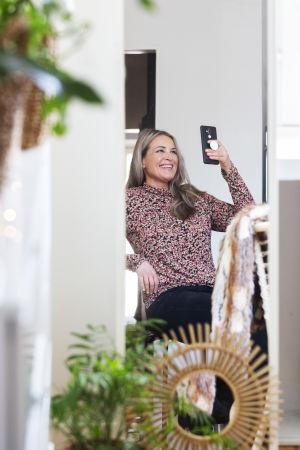 Anne Hietanen gör en Instagram-live