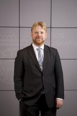 Porträtt på Ålands social- och hälsovårdsminister Wille Valve.