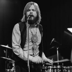 Eero Raittinen soittaa ja laulaa 1971.