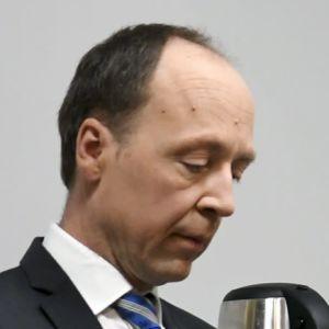 Sannfinländarnas ordförande Jussi Halla-aho väntar på att Morgonettans sändning ska börja 21.9.2019.
