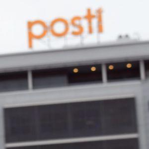 -Jag är postiljon, inte en slav, står det på ett demonstrationsplakat utanför Posthuset i Ilmala