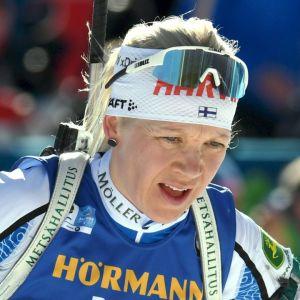 Kaisa Mäkäräinen vid vallen.