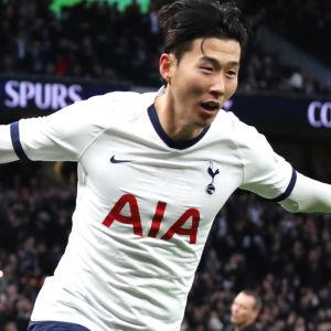 Son Heung-Min firar efter mål.