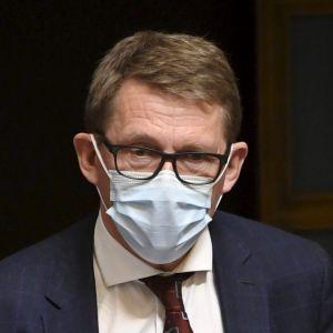 Den avgående finansministern Matti Vanhanen (C).