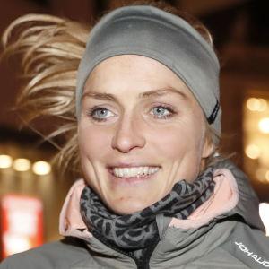 Therese Johaug joggar.