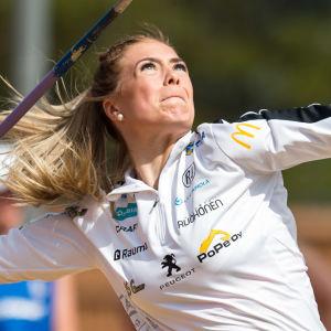 Julia Valtanen kastar spjut i Jyväskylä, juni 2020.