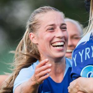 Linda Sällström och landslaget jublar.