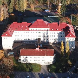 Raseborgs stadshus fotat från luften.
