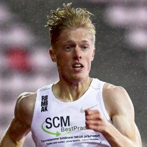 Jonni Blomqvist springer i Tammerfors.