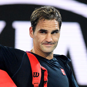 Roger Federer tackar publiken.