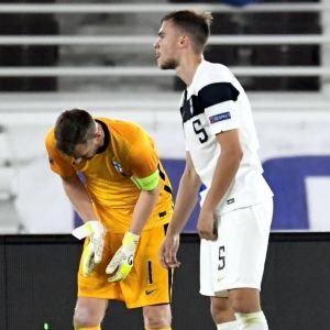 Finland deppar efter förlusten mot Wales.