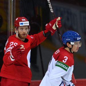 Michail Grigorenko firar sitt mål mot planen.