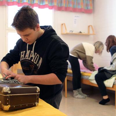 Raamattu-aiheinen pakohuonepeli oli osana hiihtolomariparin loppukoetta Savonlinnassa
