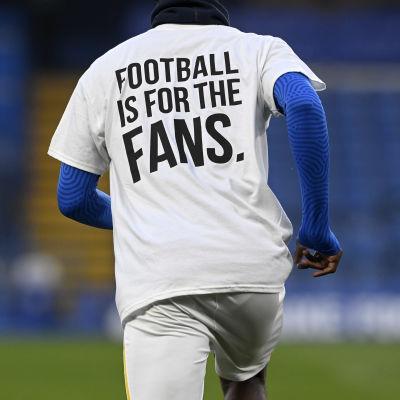 Fotboll finns till för fansen.