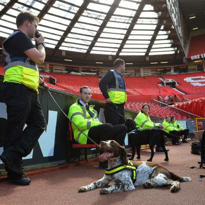 Old Trafford evakuerades på söndagen.
