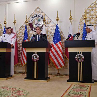 USA:s utrikesminister Antony Blinken och försvarsminister Lloyd Austin håller presskonferens i Qatar och tackar landet för medlingshjälp i Afghanistan.