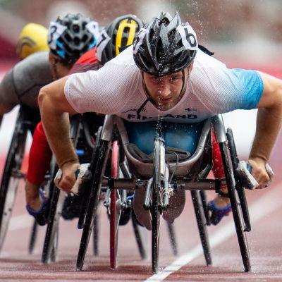 Henry Manni tävlar i Paralympics.