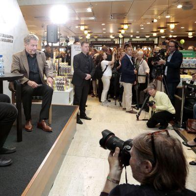 Sauli Niinistö intervjuar Paul Auster 2.9.2017.