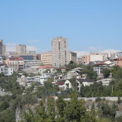 Stadsvy från en av Jerevans kullar