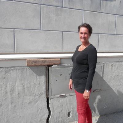 Stenfoten spricker vid rektor Marie-Louise Björndahl kontor