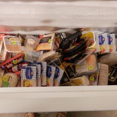 Mathjälpsorganisationer får hämta mat ur frysen