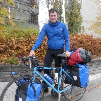Josh Quigley från Skottland cyklar jorden runt