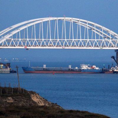 Kertjsundet är den enda infarten till Azovska sjön, nordost om Krimhalvön.