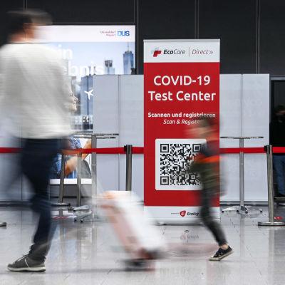 Koronatestausasema lentokentällä.