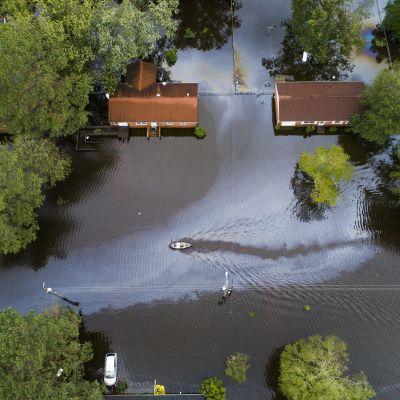 Hus som översvämmats.