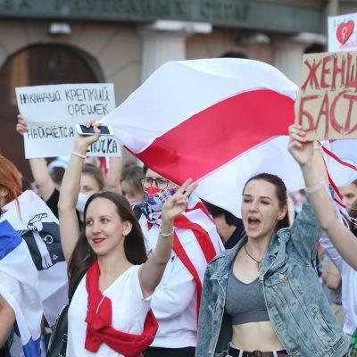 Valko-Venäjän pääkaupungin Minskim keskustan Itsenäisyyden aukiolla vaadittiin uusia vaaleja 5. syyskuuta 2020.