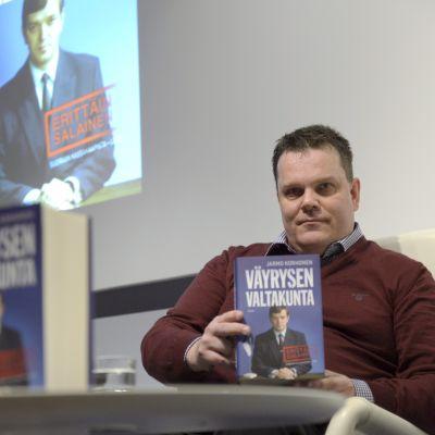 Centerns före detta partisekreterare Jarmo Korhonen publicerade boken Väyrysen Valtakunta den 20 oktober 2014.