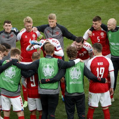 La squadra danese si incontra su un ring.