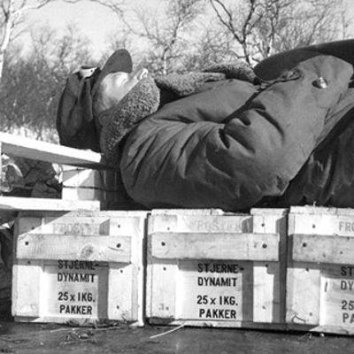 Yleisradion toimittaja Pekka Tiilikainen nukkuu