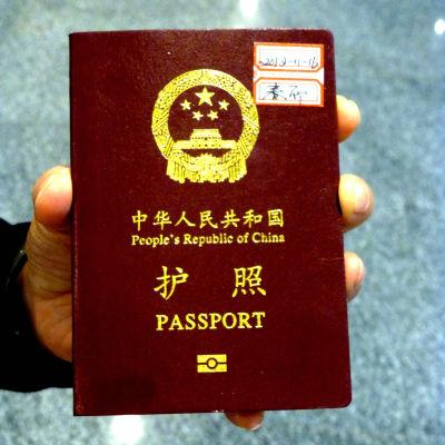 Kina beviljar inte pass till sina etniska minoriteter, trots att kinesiska turister reser utomlands allt mera.