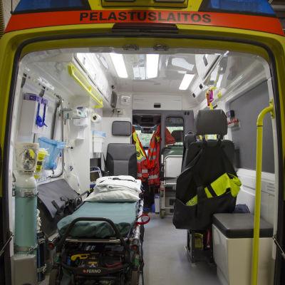 Ambulanssi Espoonlahden paloasemalla 25.8.2016.