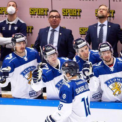 Vili Saarijärvi firar ett mål i lördagsmatchen mot Tjeckien.