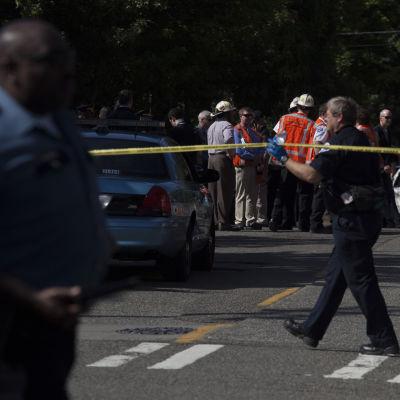 Polisen spärrar av området efter ett skottdrama vid Seattle Pacific University i Seattle i delstaten Washinton i USA,