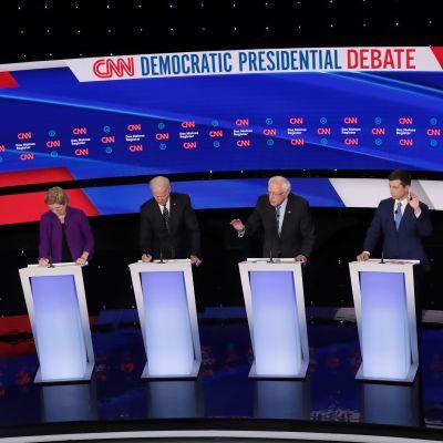 Demokraternas presidentvalskandidater i CNN:s tv-debatt.