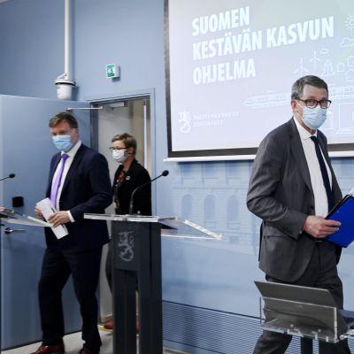 Valtiovarainministeri Matti Vanhanen kommentoi elpymispakettia