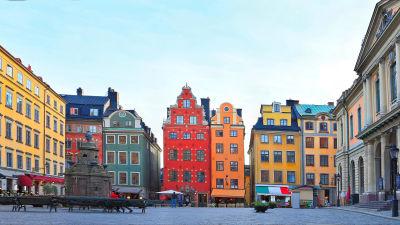 Stortorgets färggranna fasader i Gamla stan.