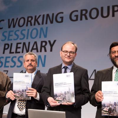 IPCC:s arbetsgrupp presenterar den nya delrapporten om klimatförändringen.