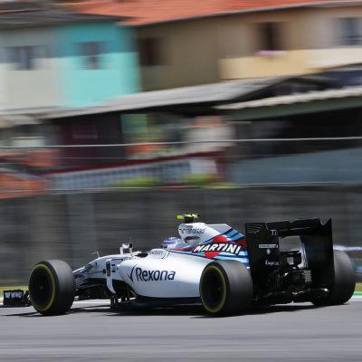 Valtteri Bottas rattar sin Williamsbil.