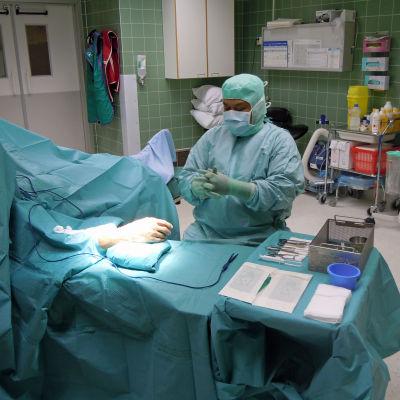 operation pågång i operationssalen