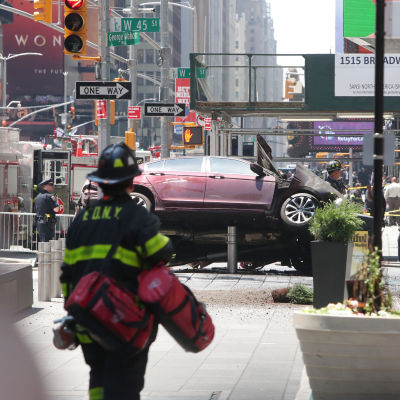 Bil körde in i folkmassa på Times Square i New York den 18 maj 2017.