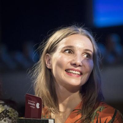 Vuoden 2019 tietokirjallisuuden Finlandia-voittaja Jenni Räinä